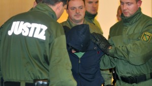 Angeklagter im Dresdner Mordprozess rastet aus