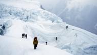 Zwei Ausländer sterben am Everest