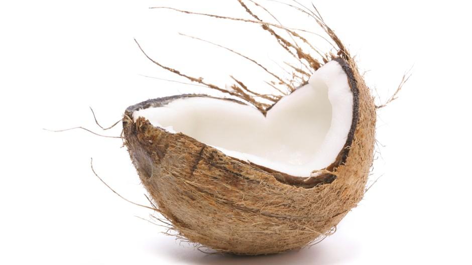 Besser als Olivenöl, besser als Butter: Was ist dran an den Weisheiten über Kokosöl?