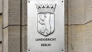 Amtsschild des Landgerichts Berlin am Gebäude vom Kriminalgericht Moabit