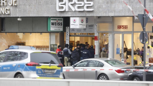 Polizei stellt Fluechtigen am Rossmarkt