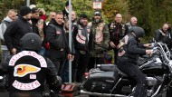 Vor dem Gießener Neuen-Friedhof versammelten sich hunderte Hells Angels, die aus ganz Europa angereist kamen.