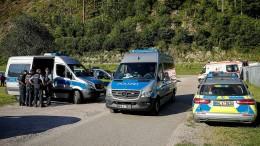 Mann entwaffnet in Oppenau Polizisten und flüchtet