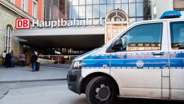 Tatverdächtiger nach Messerangriff auf Polizist in Psychiatrie