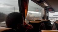 13:55 Uhr, ein verregneter Tag auf der Autobahn: Fernbusreisen ist sehr beliebt bei den Deutschen.
