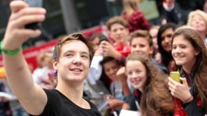 Kreischende Teenies und singende YouTuber