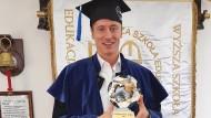 Bayern-Star als Bachelor: Robert Lewandowski ist jetzt Uni-Absolvent.