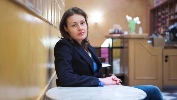 Katja Kraus - Die ehemalige Fußballmanagerin hat ein Buch geschrieben, in dem es um Erfolg, Macht und Privilegien  sowie deren plötzlichen Verlust geht