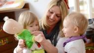 Zeit für Alles: Kinder bekommen und gleichzeitig Vollzeit arbeiten gestaltet sich für Eltern oft schwierig.
