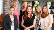 Die sechs Mütter aus der gleichnamigen Fernsehsendung (v.l.n.r.): Nina Bott, Christina Obergföll, Anni Friesinger-Postma, Ute Lemper, Wilma Elles und Dana Schweiger.