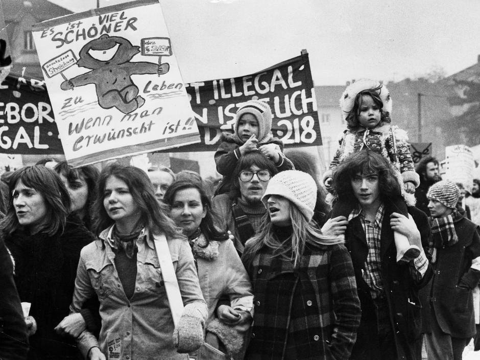 Abtreibung war mal anders als heute Gegenstand öffentlicher Debatten: eine Demonstration im November 1980 für die ersatzlose Streichung des Paragraphen 218.