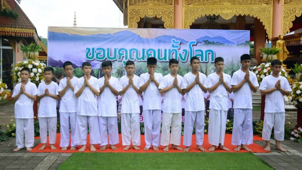 Thai-Fußballer gehen ins Kloster