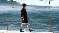 Modenschau am Bondi Beach: Das australische Label Iabel zeigt Stücke am Strand.
