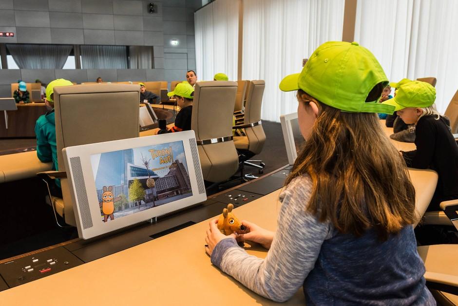 """Die Maus macht es möglich: Beim Türöffner-Tag der """"Sendung mit der Maus"""" dürfen Kinder hinter die Kulissen der Europäischen Zentralbank schauen."""