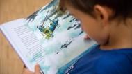 Lesezeit: Gerade in den Ferien haben Eltern wieder mehr Zeit mit ihren Kindern zu lesen, FAZ-Redakteur Tilman Spreckelsen hat für Sie eine Auswahl getroffen.