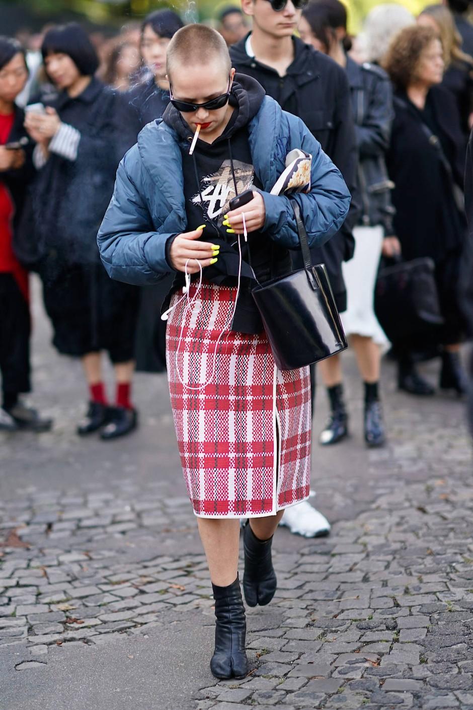 Fast ein bisschen irre: Mode in Zeiten des erhöhten Anpassungsdrucks.
