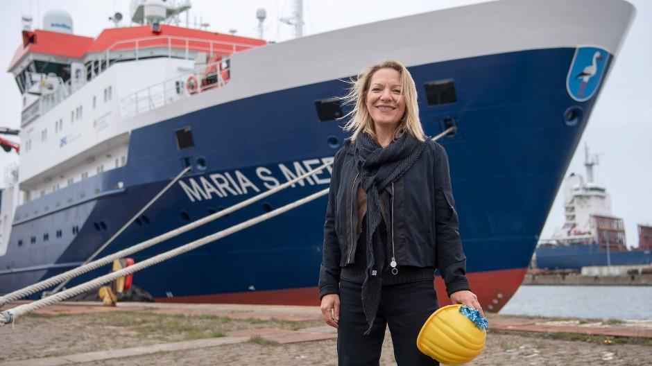 Antje Boetius, Direktorin des Alfred-Wegener-Instituts, verabschiedet im Mai in Bremerhaven das deutsche Forschungsschiff Maria S. Merian.