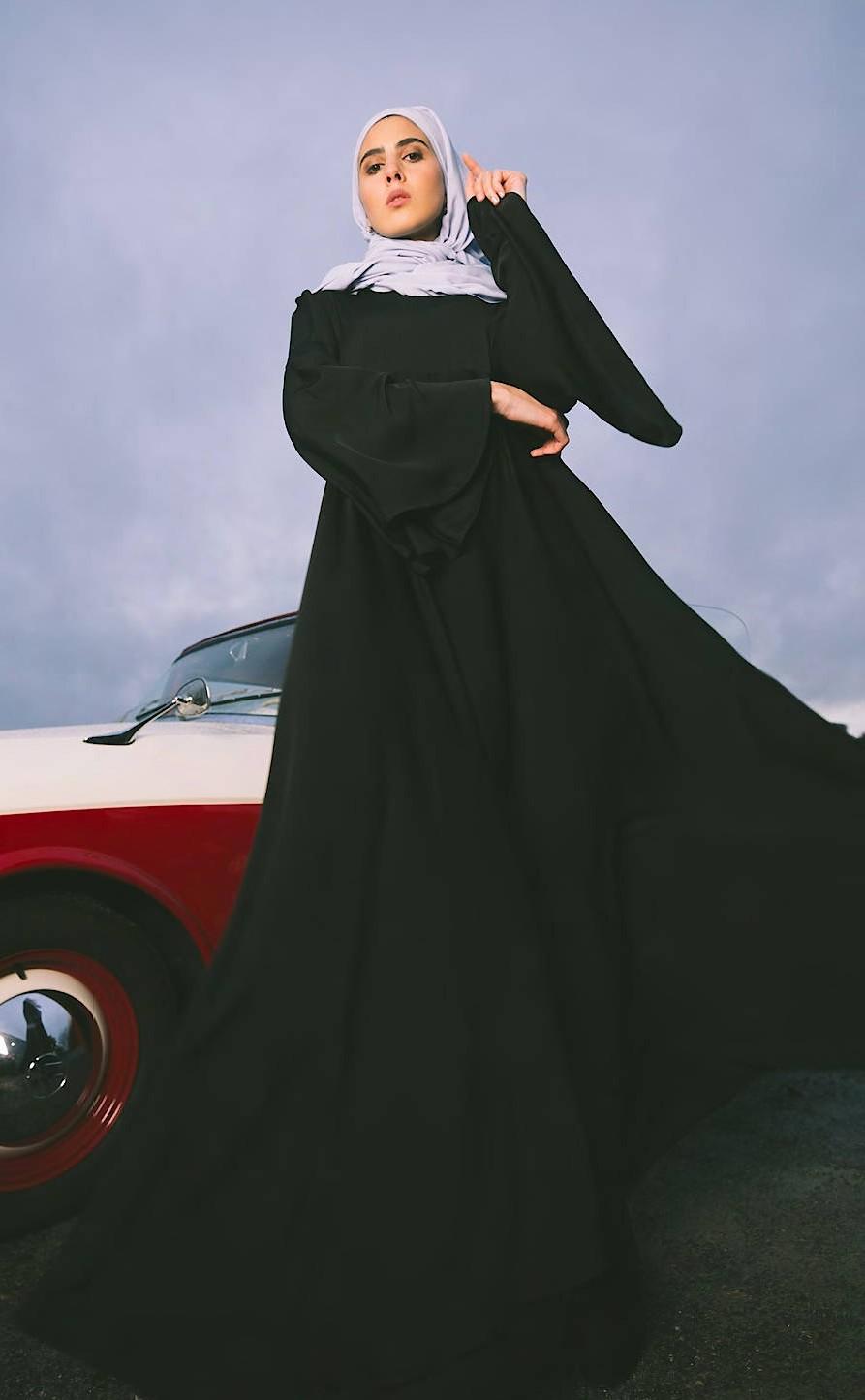 """Verzicht auf tiefe Ausschnitte oder Transparenz: """"Modest Fashion"""" zeigt weniger Haut und entspricht damit den Ansprüchen vieler Jüdinnen, Musliminnen oder Christinnen."""