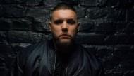 Fler, der mit bürgerlichem Namen Patrick Losenský heißt, ist ein deutscher Rapper.