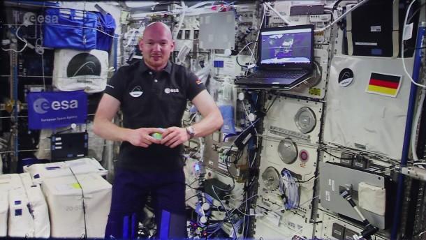 Gerst übernimmt ISS-Kommando