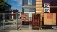Ort für Gestrandete: Eine Frankfurter Flüchtlingsunterkunft am alten Flugplatz in Bonames