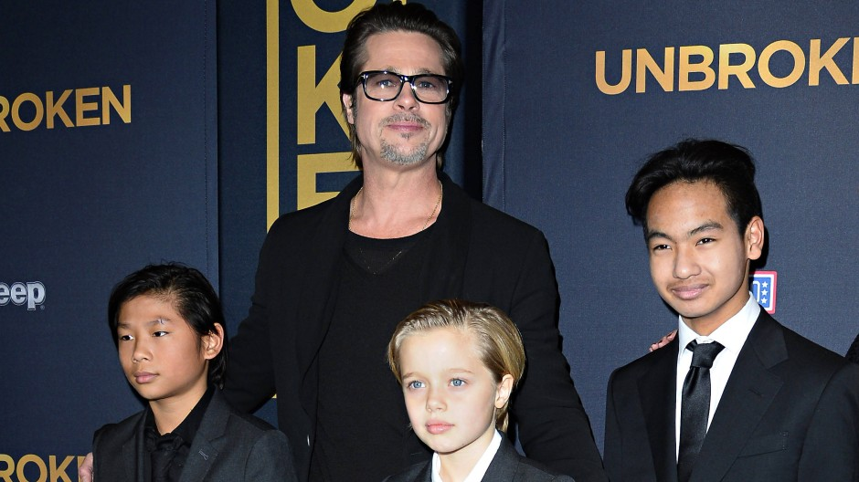 Brad Pitt mit seinen Kindern Pax, Shiloh und Maddox (von links) bei einer Filmpremiere im Dezember 2014. Gegenüber Maddox soll er handgreiflich geworden sein.
