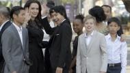 Jolie und Pitt haben zusammen drei leibliche und drei adoptierte Kinder.