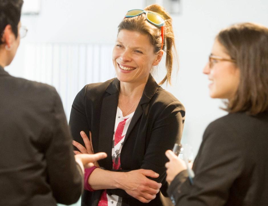 Der Kampf geht weiter: Stevie Schmiedel von Pinkstinks unterhält sich anlässlich eines Vortrags mit Geschäftsfrauen in Wiesbaden.