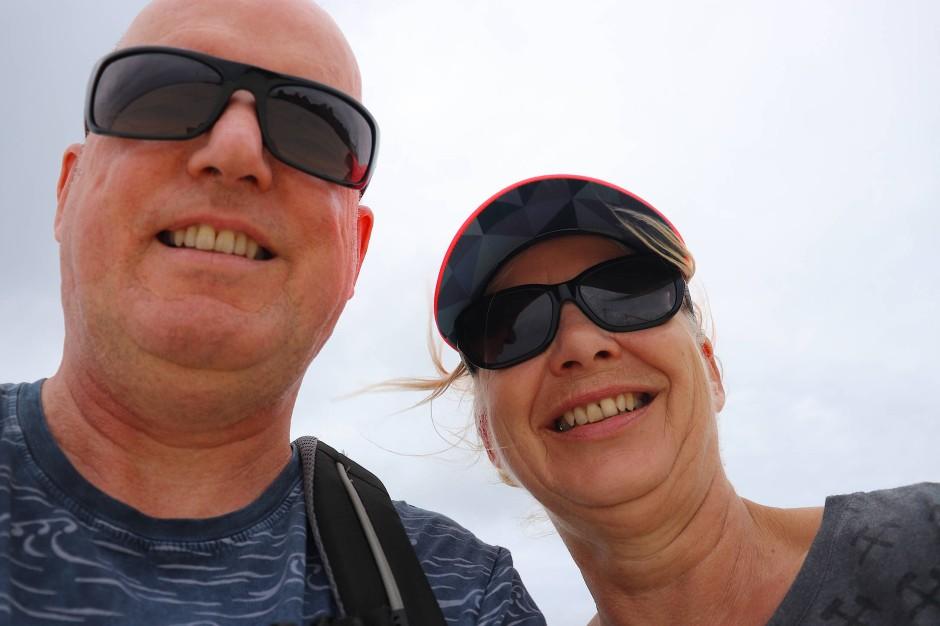 Heike Grün und Michael Steffen verbringen ihren Urlaub auf den Malediven – zumindest, solange der Manager ihres Hotels sie lässt. Eine finanzielle Absicherung vom Versicherer hatte er zum Zeitpunkt der Reise noch nicht.