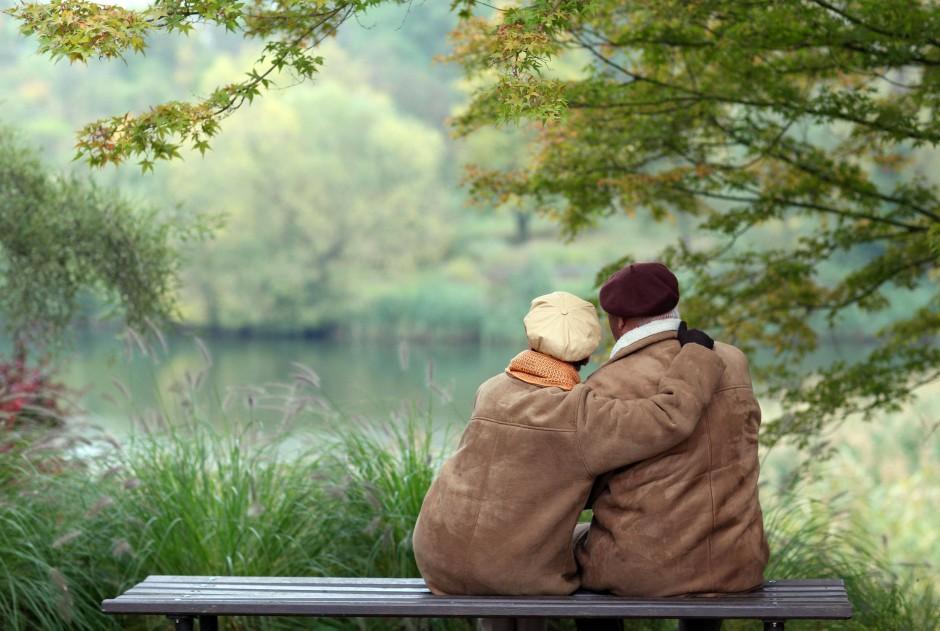 aktuell gesellschaft menschen sexualitaet alter lieber kuscheln alte liebe verbundenheit