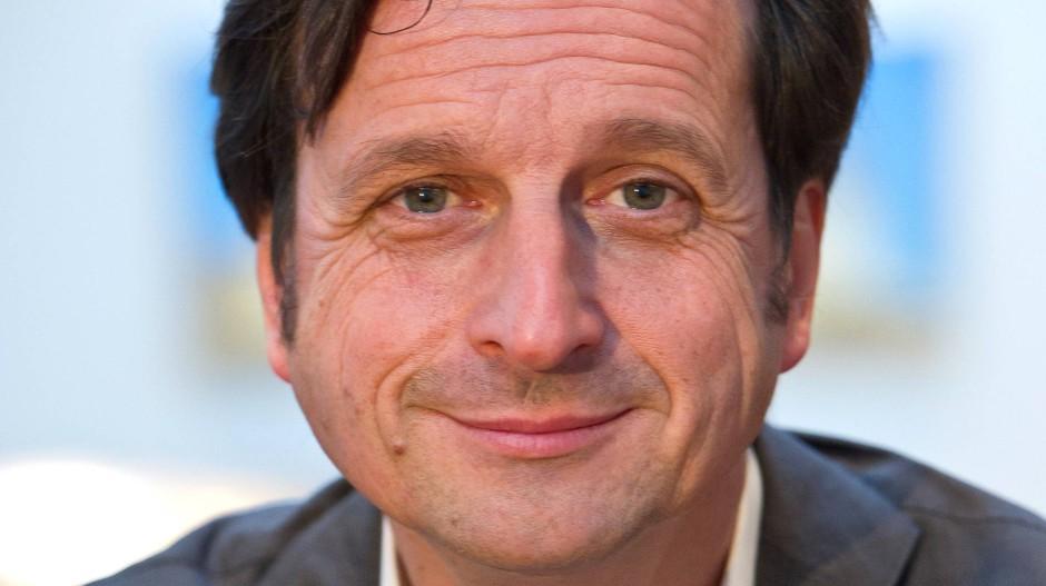 """Stephan Grünewalds Buch """"Die erschöpfte Gesellschaft"""" fußt auf etwa 10.000 tiefenpsychologischen Gesprächen aus den vergangenen drei Jahren."""