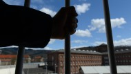 Häftlinge vertreiben homosexuellen Gefängniskoch