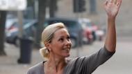 Wer etwas zum Unterricht beitragen möchte, hebe bitte die Hand: Bettina Wulff lässt sich in Philosophie ausbilden