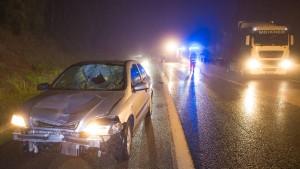 Lastwagenfahrer stirbt, als er helfen will