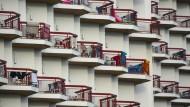 Von einem Balkon zum anderen oder vom Balkon in den Pool – unter Alkoholeinfluss unterschätzen viele ihre Kräfte.