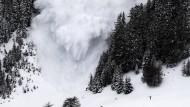 In Kanada sind fünf Bergwanderer 500 Meter in die Tiefe gestürzt und dabei ums Leben gekommen. Eine Lawine brachte schließlich das Unglück ans Licht (Archivbild).