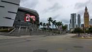 """Leergefegte Straßen in Miami (Florida). Millionen Menschen fliehen vor dem Hurrikan """"Matthew""""."""