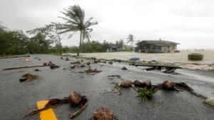 """""""Pabuk"""" zieht an Inseln vorbei – Zehntausende Touristen sitzen fest"""