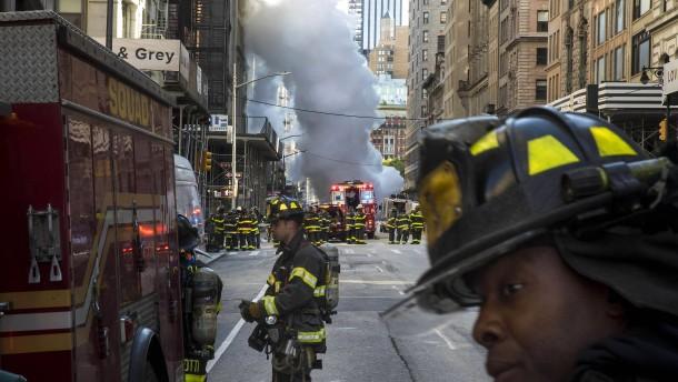 Leitung explodiert am Flatiron: Riesige Dampfwolke hüllt Manhattan ein