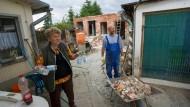 Fünf Wochen nach dem Deichbruch: Der Stall hinter dem Haus der Familie Lüdtke bei Fischbeck ist nicht mehr zu retten und wird abgerissen