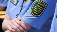 Sichtbare Tattoos sind bei der bayerischen Polizei nicht erlaubt. Andere Bundesländer sind liberaler - etwa der andere deutsche Freistaat Sachsen.