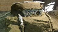 Die Raubgräber hatten mit ihren Gängen das antike Gefährt aus Eisen und Bronze nur knapp verfehlt.