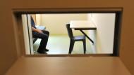 Hörsaal hinter Gittern