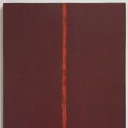 """""""Dieses steil aufragende, von einem einzigen Rostbraun überzogene Bild mit dem karminroten, nicht geometrischen, sondern wie ein feuriger Riss in der Mitte - man kann nicht entscheiden, ob auf der Oberfläche oder aus der Tiefe - aufleuchtenden ,Zip' ist von einer vernichtenden Absolutheit. Dieses Bild ist nicht - wie noch die Gemälde Kandinskys - von der äußeren, materiellen Welt abstrahiert. Es ist nichts mehr als seine eigene Präsenz: das ganz Andere, zu dem keine empirische Erfahrung hinführt. Nun, das sind gewiss torkelnde Sätze."""" Willibald Sauerländer 2010 über """"Onement III"""" von Barnett Newman (1949)"""