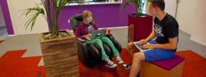 Lebst du noch oder arbeitest du schon? In der derzeit jungen Generation verschwimmen die Grenzen zwischen Beruf und Freizeit immer mehr.