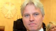 Kläger Bernhard Roling sagt, er habe nichts gegen leistungsbezogene Bezahlung, sie müsse aber verlässlich sein.