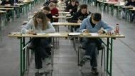 Massenpanik? An der Uni Hohenheim haben 48 Studierende geschlossen eine Prüfung verlassen. Diese Kommilitonen an der Otto-von-Guericke-Universität Magdeburg scheinen entspannter.