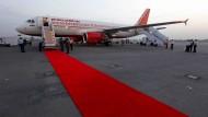 Deutsche Verhältnisse: Wenn nicht gerade das Flughafenpersonal streikt oder man in der Sicherheitskontrolle feststeckt, läuft auf indischen Flughäfen alles auf hohem Niveau.