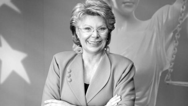 Viviane Reding - die Justizkommissarin der Europäischen Kommission und Befürtworterin einer Frauenquote ist gelernte Journalistin. Über ihren Karriereweg spricht sie mit Hendrik Kafsack.