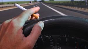 Rauchverbot beim Fahren mit Kindern gefordert